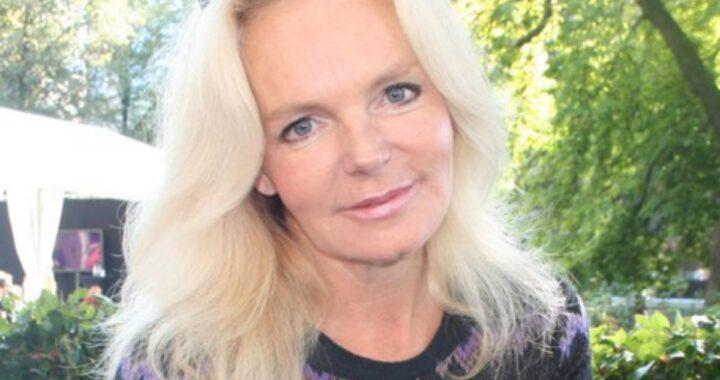 La famosa scrittrice Lucinda Riley è morta: il messaggio dei suoi familiari