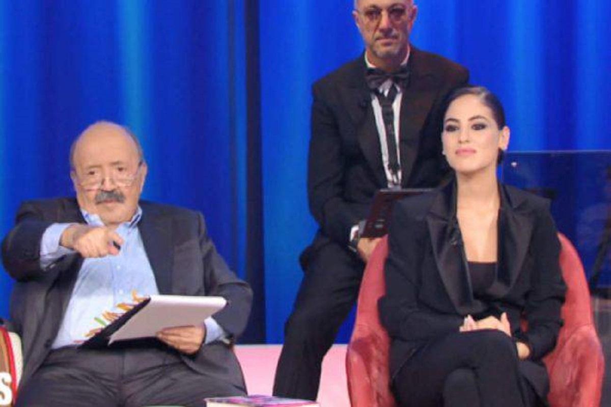 Maurizio Costanzo imbarazza Giulia De Lellis