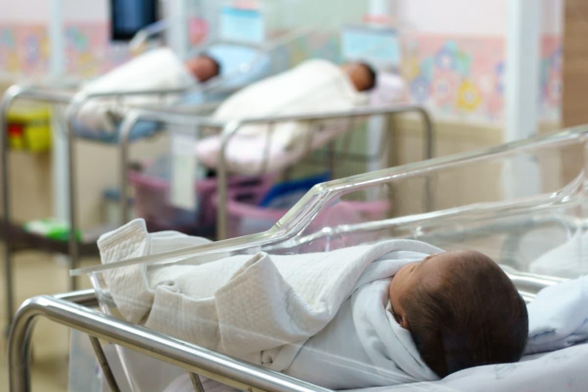 neonata 5 mesi sacchetto