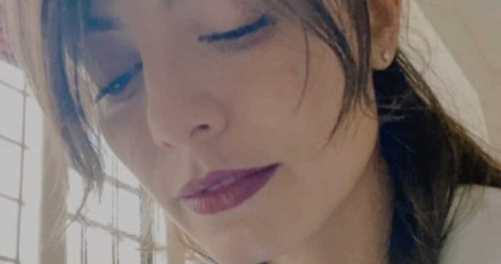 """Grave lutto per Alessandra Mastronardi, aveva solo 32 anni: """"Noi adesso senza di te cosa dovremmo fare?"""""""