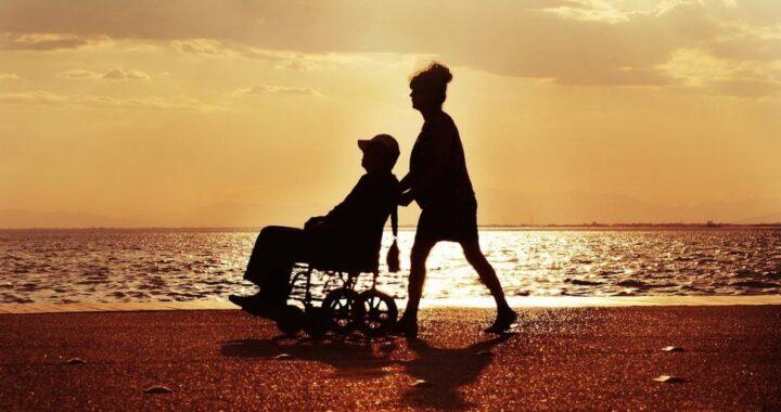 donna e uomo disabile