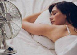 con il ventilatore acceso dormire