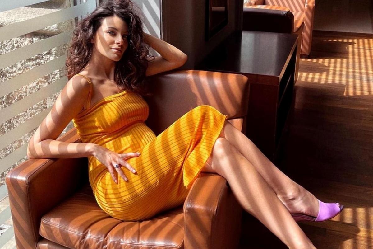 Paola Turani felice alla 30esima settimana di gravidanza