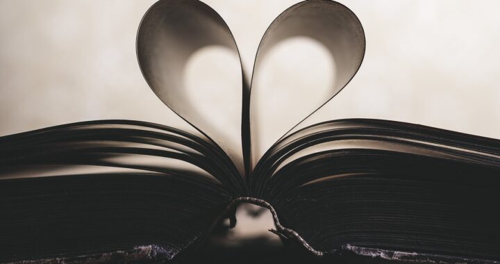 10 libri romantici che devi assolutamente leggere sotto l'ombrellone
