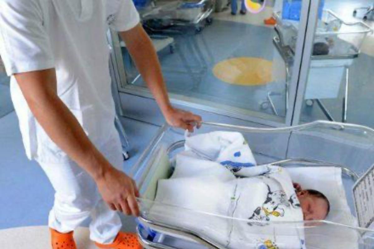 neonata abbandonata culla