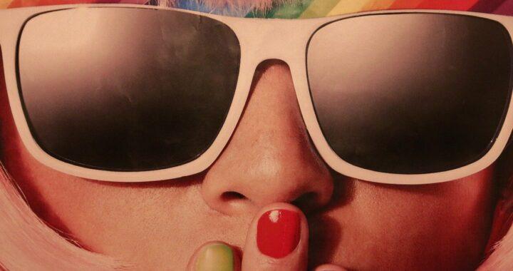 Quali sono gli occhiali da sole più alla moda dell'estate 2021?
