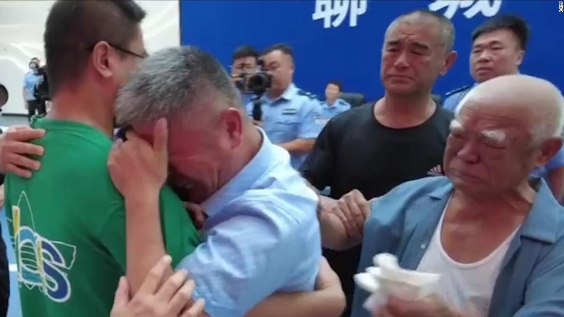 Padre ritrova il figlio rapito dopo 24 anni