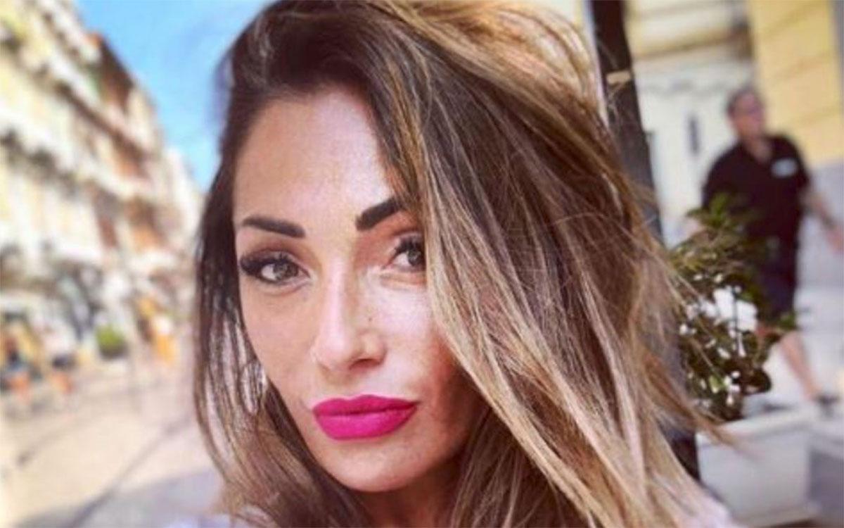 UeD: Ida Platano viene attaccata in spiaggia