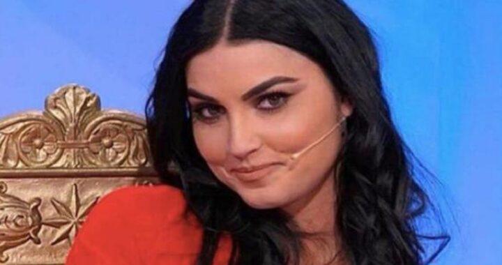 UeD, il volto di Teresa dopo troppi ritocchi