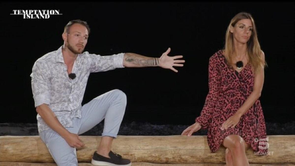 Temptation Island: la coppia solleva i dubbi. Verità o finzione?