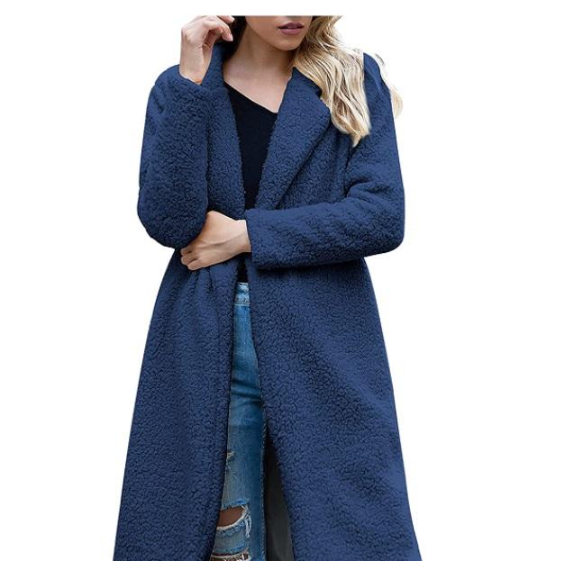 Cappotto da donna in lana d'agnello a maniche lunghe aperto frontale
