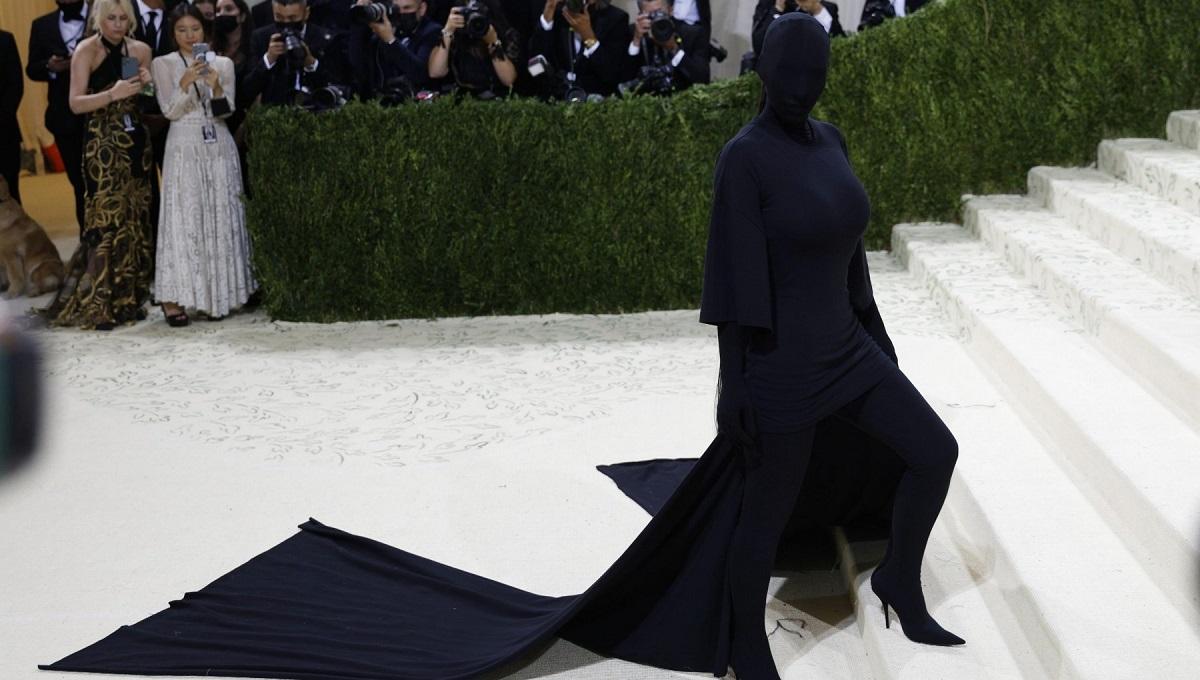 kim kardashian look misterioso