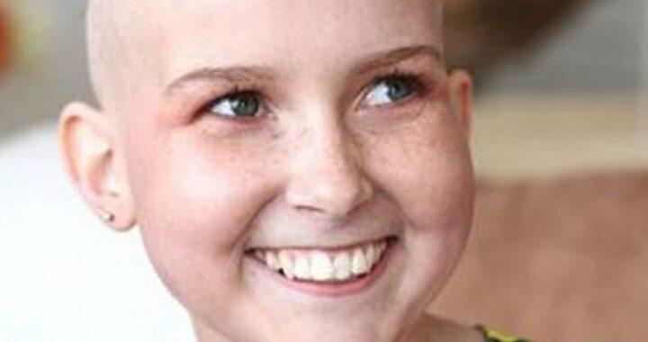 Laura Powell, giovane Youtuber britannica, è morta a 15 anni dopo una lunga lotta con un tumore