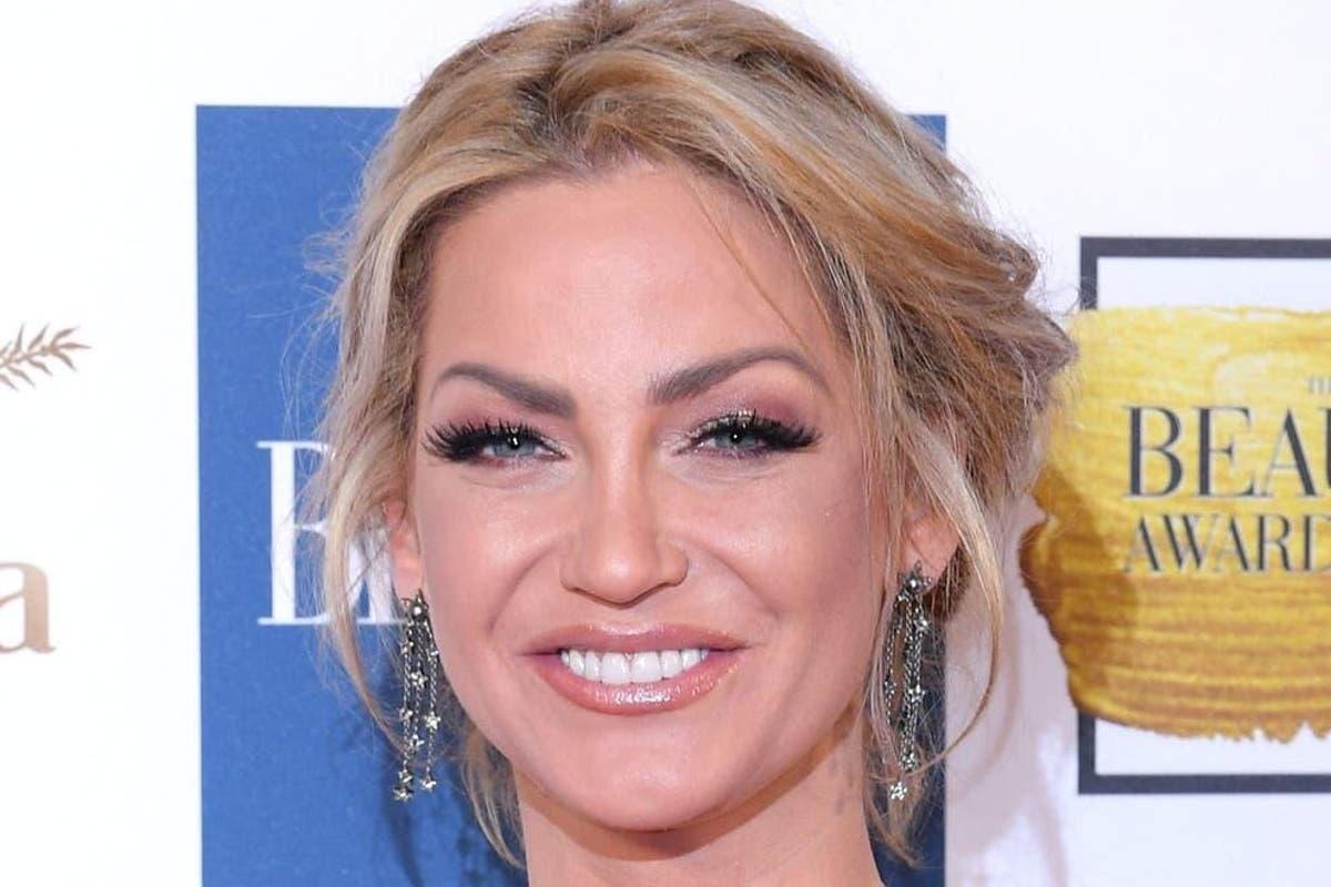 La cantante Sarah Nicole Harding si è arresa al tumore al seno