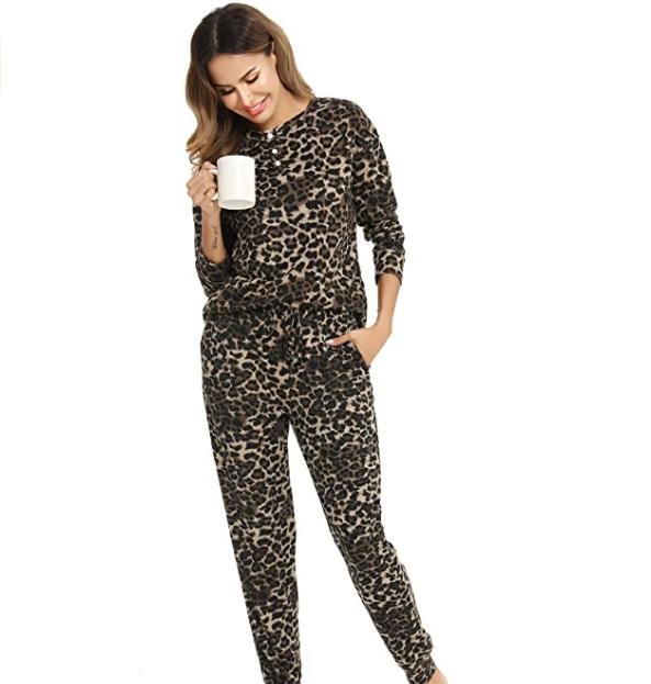 Vlazom pigiama da donna morbido con pantaloni lunghi