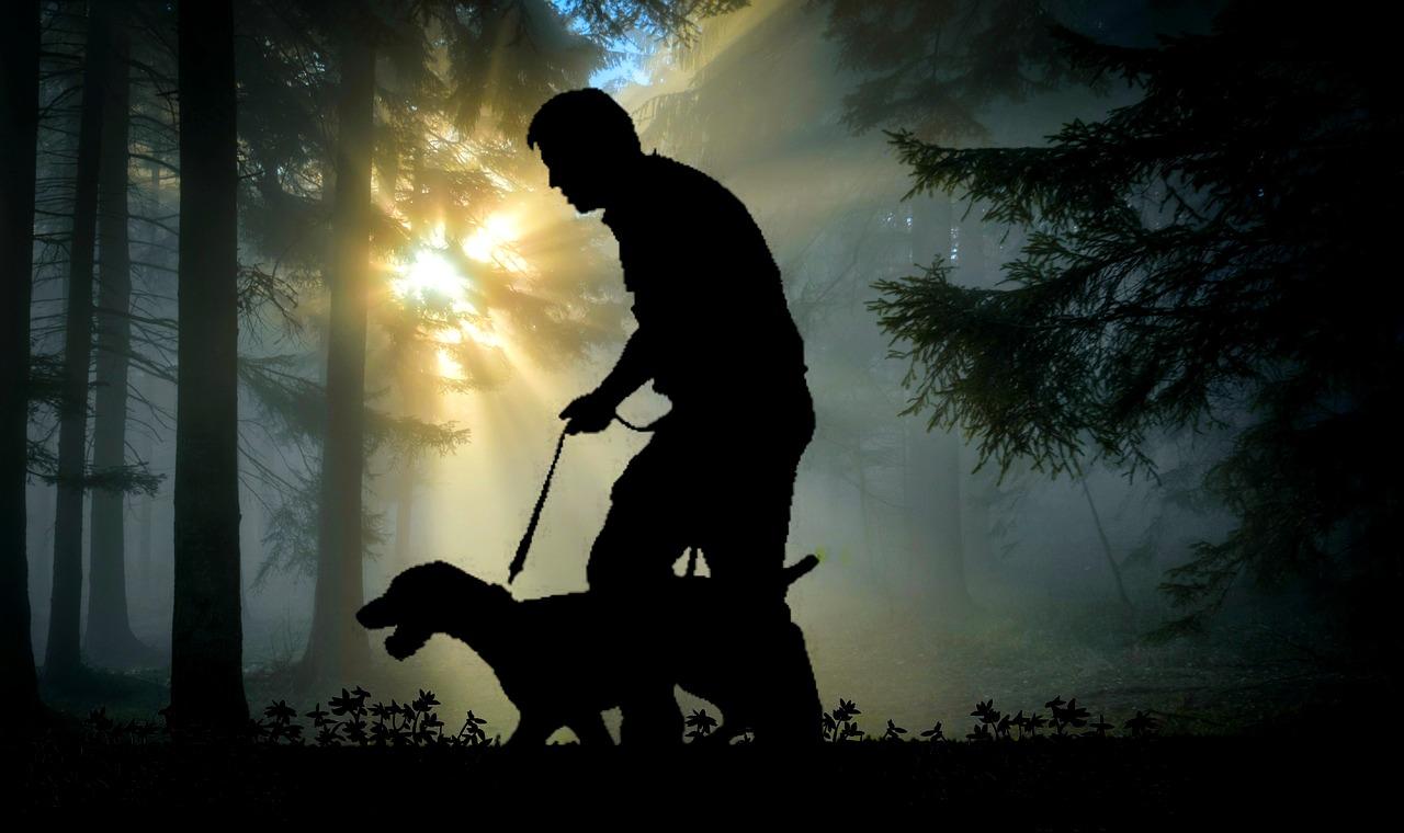 Proprietario con il suo cane