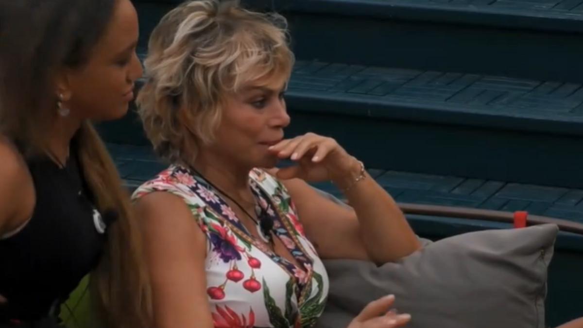 GF Vip, Carmen Russo col volto rigato dalle lacrime per sua figlia Maria