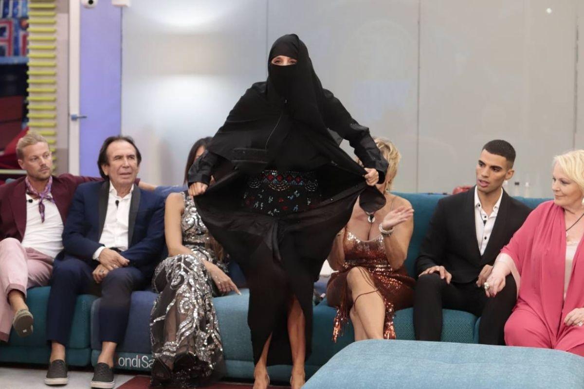 Jo Squillo GF Vip burqa