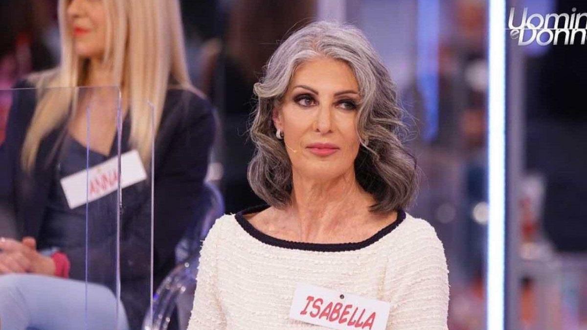 UeD Tina Cipollari attacca il corteggiatore di Isabella