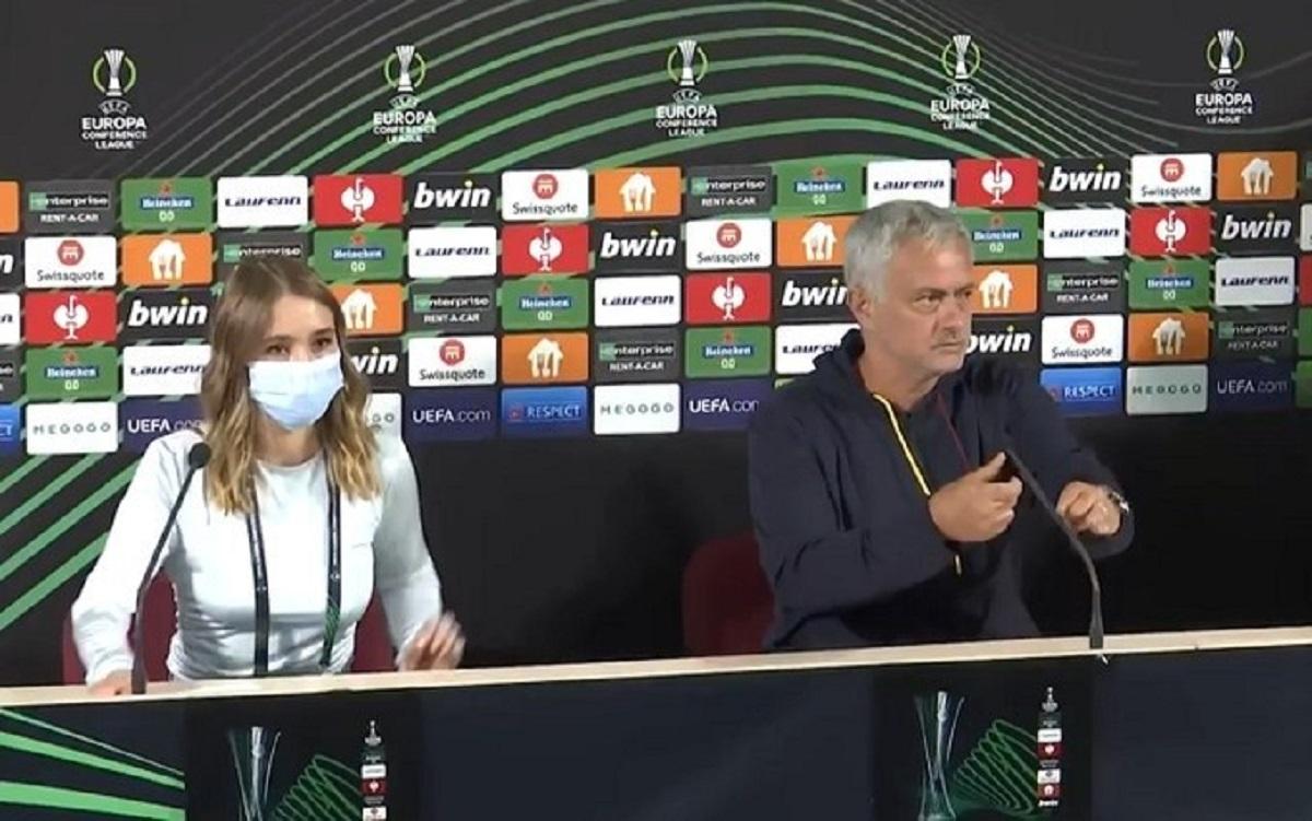 imprevisto nella conferenza stampa