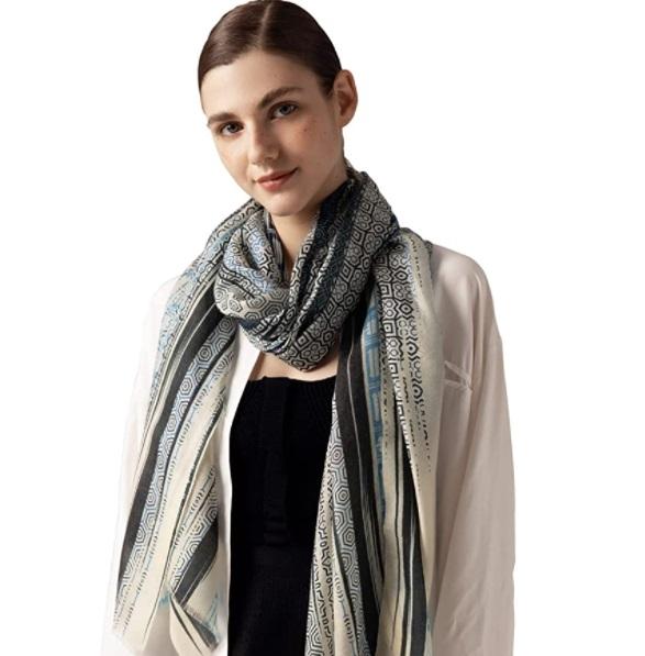 Sciarpa lunga da donna Jushkune in puro cashmere