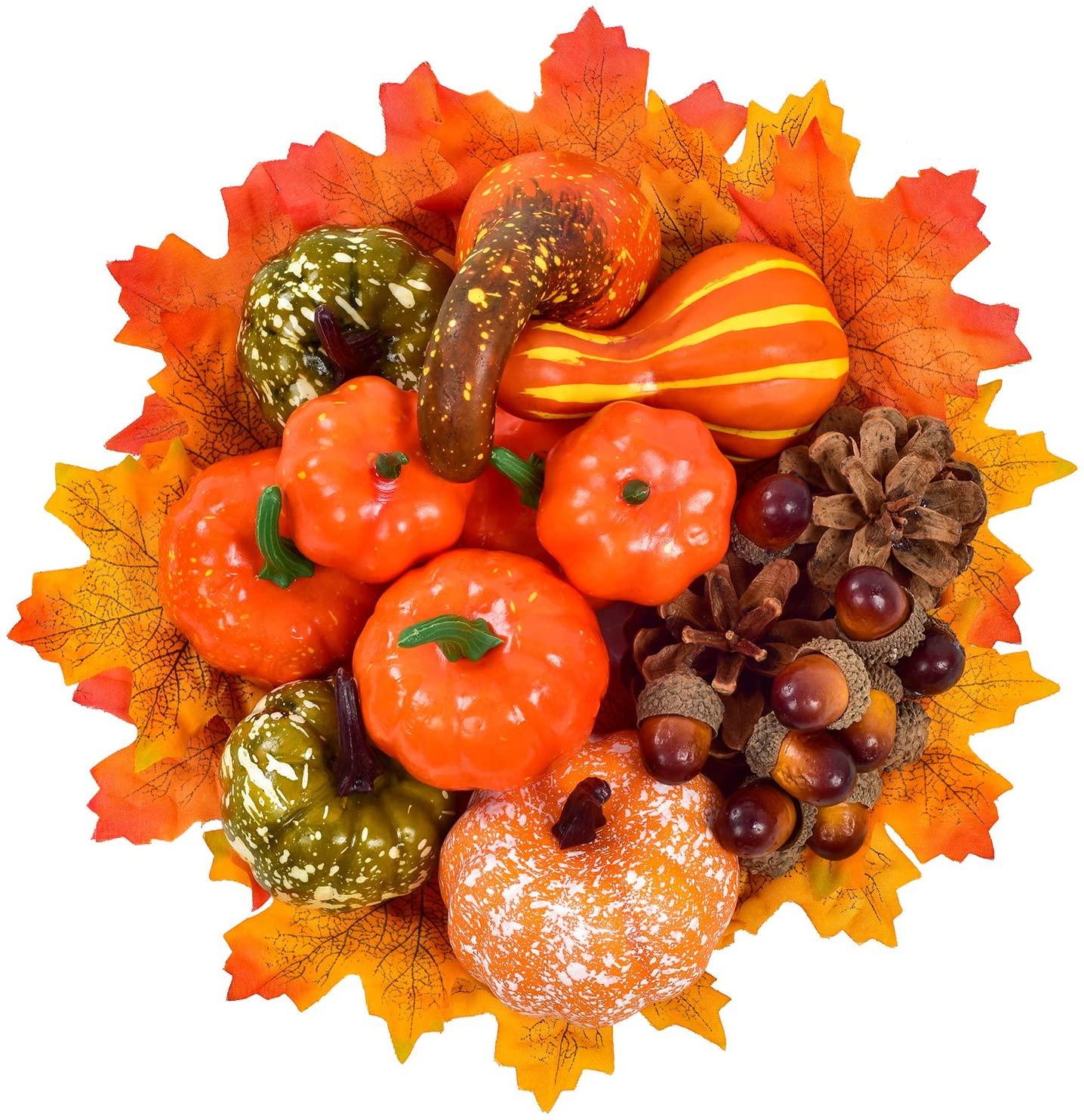 Set decorazione d'autunno per la casa con zucche, foglie e castagne