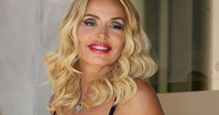 Valeria Marini in ospedale per un intervento chirurgico