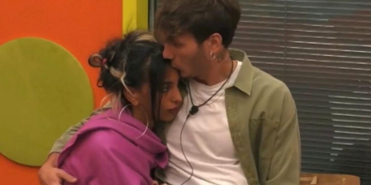 """GF Vip: Manuel sbotta """"non voglio i tuoi baci"""""""