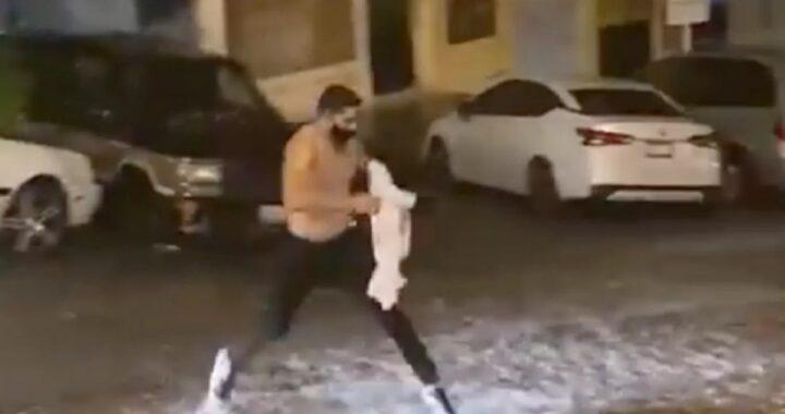 Video: ragazzo dal cuore d'oro si toglie la maglietta per salvare un povero opossum